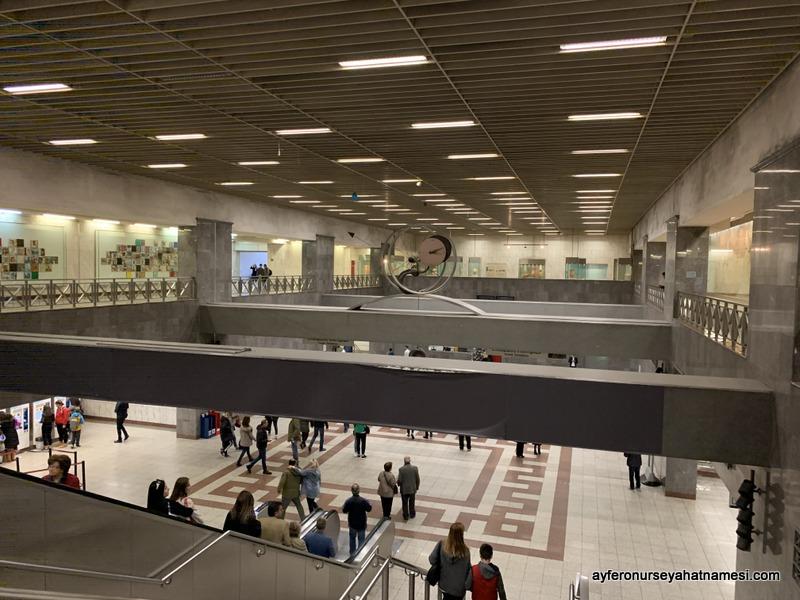 Akropoli metro istasyonu