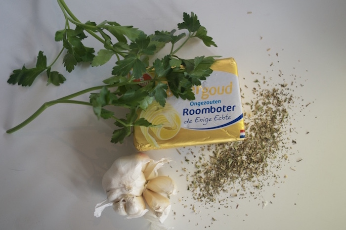 Ingrediënten zelfgemaakte kruidenboter boter knoflook kruiden