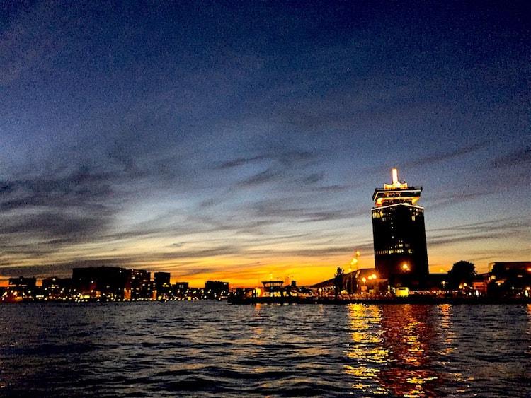 Zomerdagen varen 't IJ Adam toren zonsondergang
