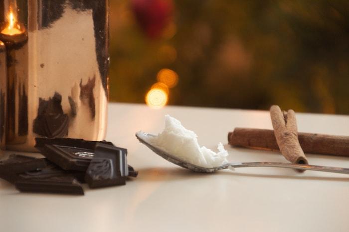 Kokosolie voor in de warme chocolademelk