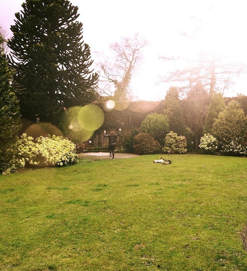 Ayla rent door nieuwe tuin