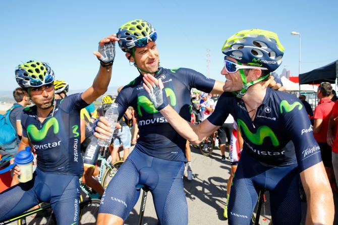 Fotoğraf karesinde etabı kazanan Valverde yok; her ne kadar zafer bireysel olsa da takımın katkısı ve cabasını unutmamak gerek. Movistar takımının pedalları Valverde'nin zaferini kutluyor.