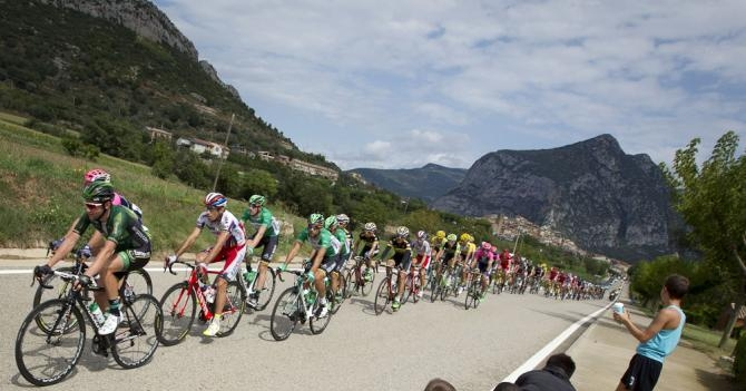 Vuelta2015_Stage12_peloton1