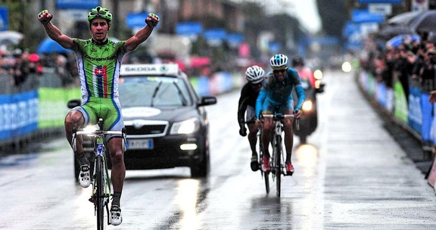 Tirreno-Adriatico 2013, 6. Etap. Porto Sant'Elpidio → Porto Sant'Elpidio arasında pedallanan 209 km uzunluğundaki etapta bitiş çizgisinden ilk geçen isim Peter Sagan olurken, bir önceki sene birlikte aynı takımda, Liquigas - Cannondale, pedalladıkları Vincenzo Nibali'de ikinci oluyordu. Etap boyunca hız kesmeden devame den yağmura karşın Sagan dayanıklılığın uçlarında gezinirken, Nibali'de yeni takımı Astana'ya ilk genel klasman liderliğini hediye ediyordu.