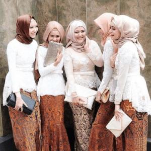 Model Baju Batik Pesta Wanita Terbaru 2018