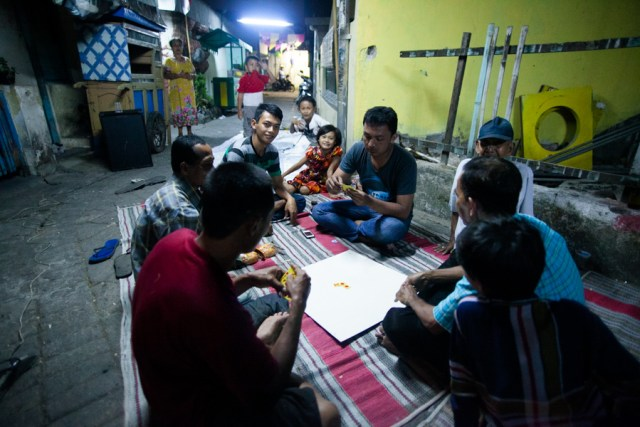 Perayaan malam menjelang 17 Agustus 2013 di Dinoyo. Foto: Erlin Goentoro.