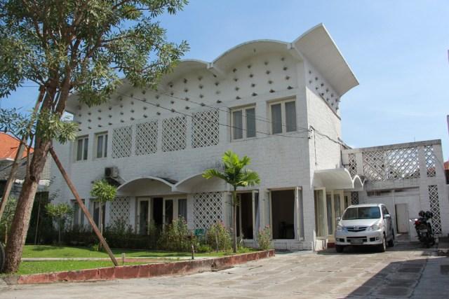 Rumah Salim Martak. Fasad yang berubah total membuat bangunan ini terlihat cantik, sehingga rumah ini kemudian sering digunakan sebagai objek foto.
