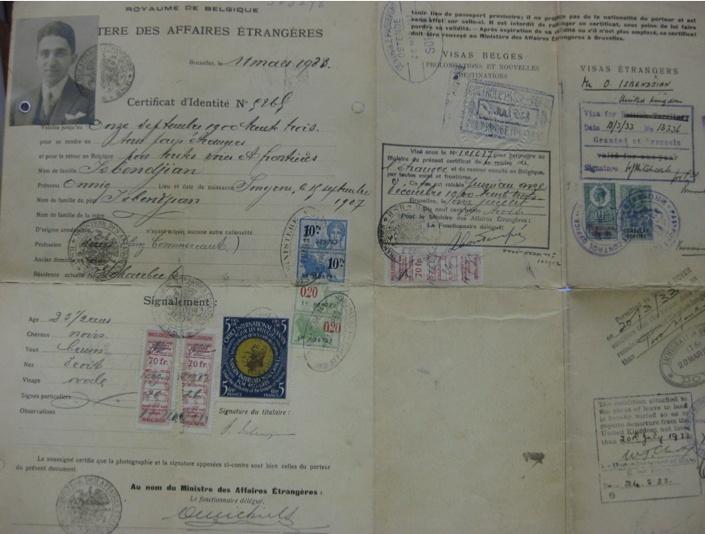 Resim 2. Onnig Isbendjian'ın 1928'de Belçika tarafından verilen ve Büyük Britanya üzerinden Birleşik Devletlere yolculuk etmek için kullanılmış Nansen Pasaportu. Sol alt kısımda Nansen pulu duruyor. Kaynak: Zohrab Merkezi Dijital Koleksiyon.