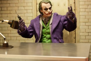 The Dark Knight Hot Toys DX-11 The Joker 2.0 16 Scale Collectible Movie Figure (6)