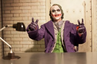 The Dark Knight Hot Toys DX-11 The Joker 2.0 16 Scale Collectible Movie Figure (9)