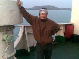 Foto terakhir papa dengan latar Laut sebelum ke khayangan.
