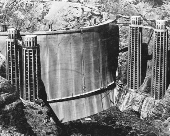 Foto Luar Biasa Yang Belum Pernah Anda Lihat - Gambar-Foto-penampakan-bagian-belakang-bendungan-air-Hoover-pada-tahun-1936-sebelum-terisi-dengan-air