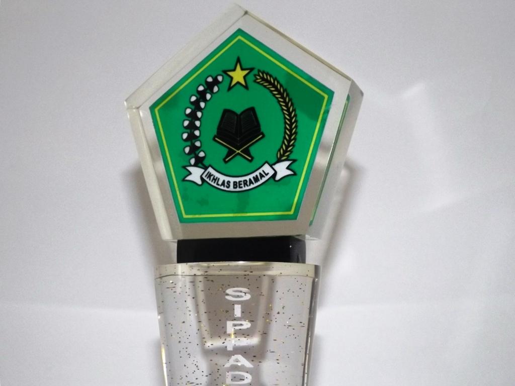 Plakat Penghargaan Kementrian Agama DSCF0489 - Ayuprint.co.id