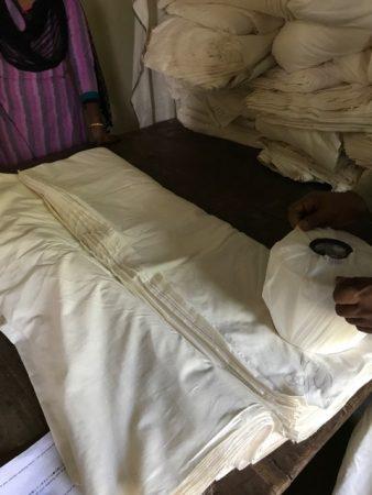 シリカ糸を手織り