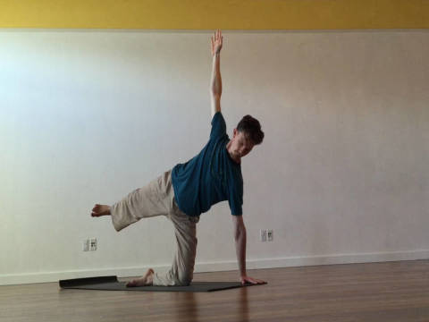 5 Yoga Poses For Cleansing + Strengthening Agni