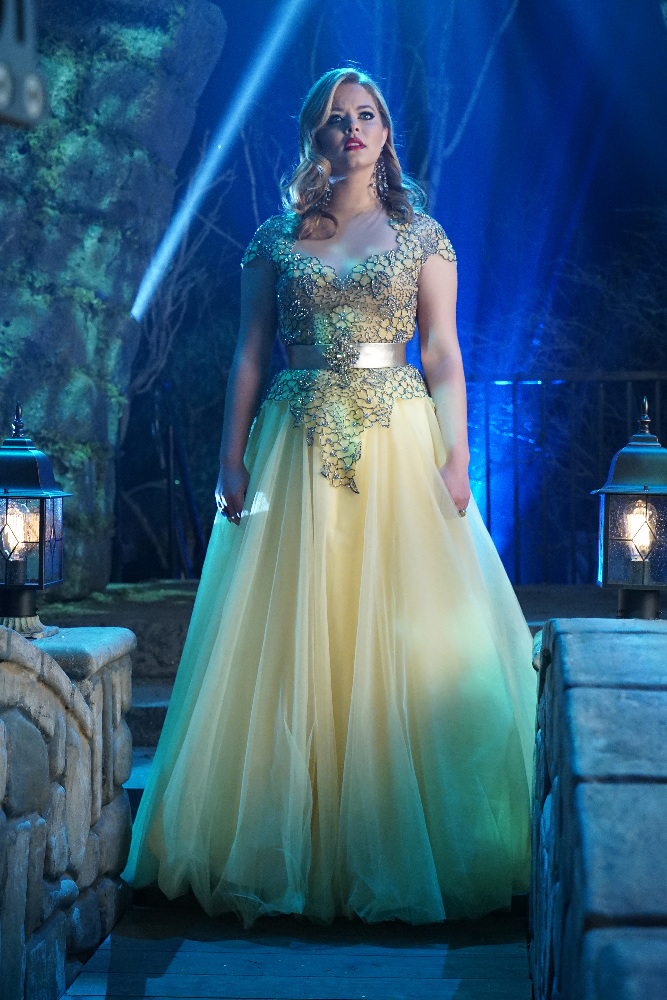 Alison in Her Prom Dress on Pretty Little Liars Season 6, Episode 9