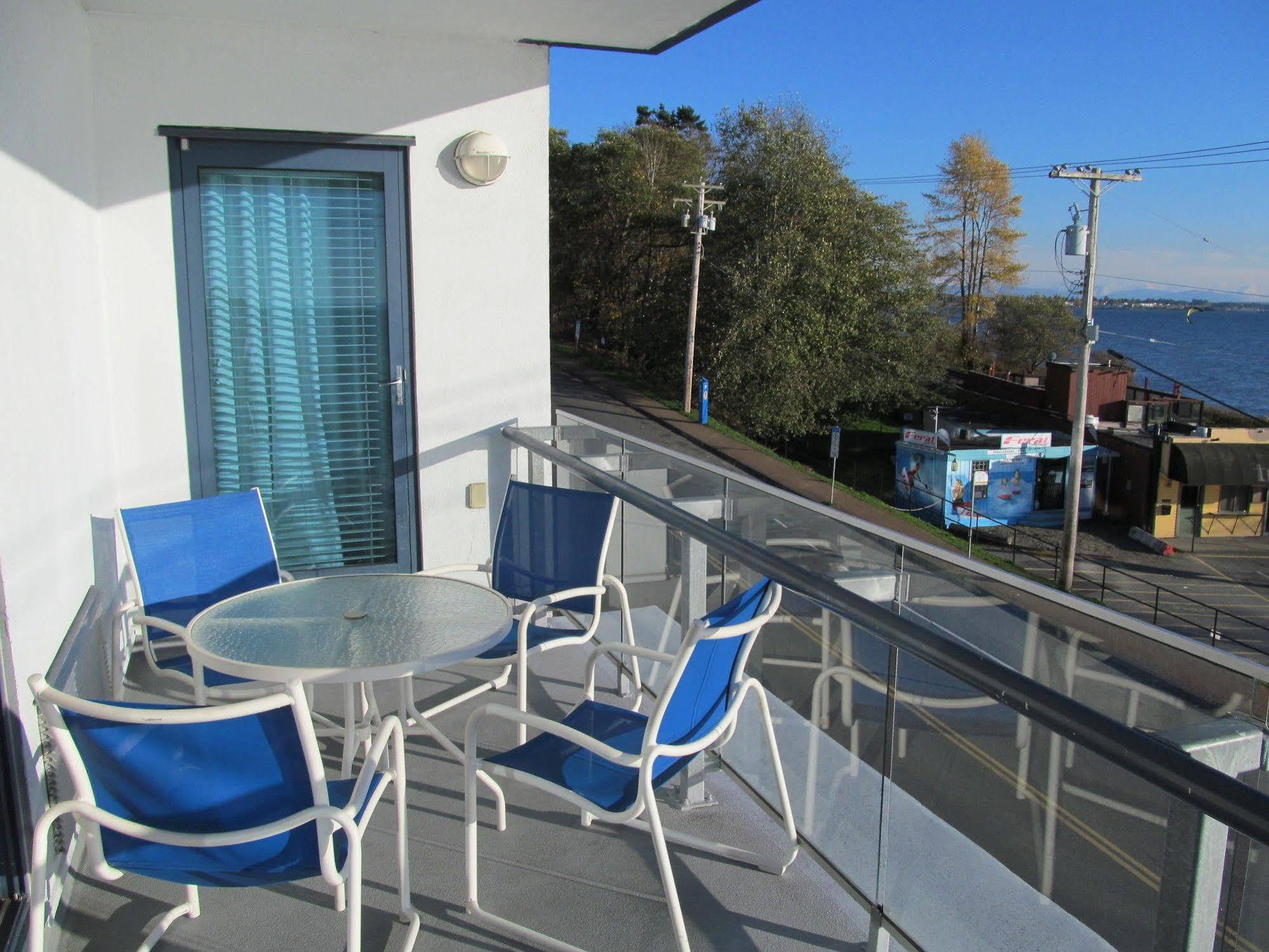 Your oceanside getaway is just around the corner at the ocean promenade hotel in white rock. Ocean Promenade Hotel