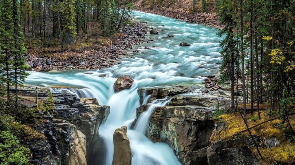 نتيجة بحث الصور عن Sunwapta Falls information