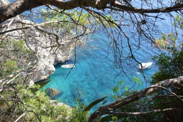 Capri, vue sur une baie de la cote sud.