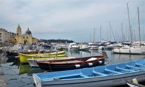 Barques dans le port de Procida