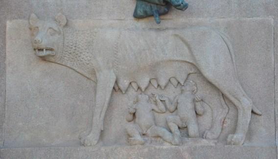 La Louve, symbole associé à la mythique légende de Romulus et Rémus et à la fondation de Rome.