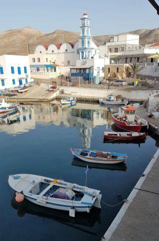 Kassos, le port et de jolies couleurs.