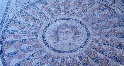 Mosaïque à tête de méduse (Palais des grands maîtres, Rhodes)