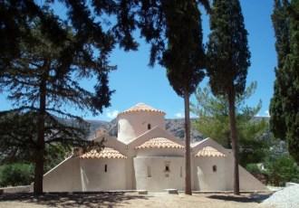 Panagia Kéra (Kritsa) Vue de l'arrière et des 3 absides.