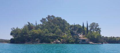 Porto-Chèli, Belles demeures sur la rive...