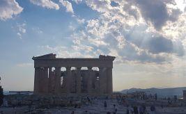 .Athènes Le Parthénon sous les nuages.