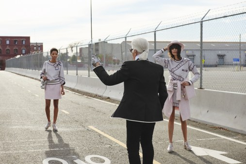 chanel-spring-summer-2016-ready-to-wear-campaign-making-of-02