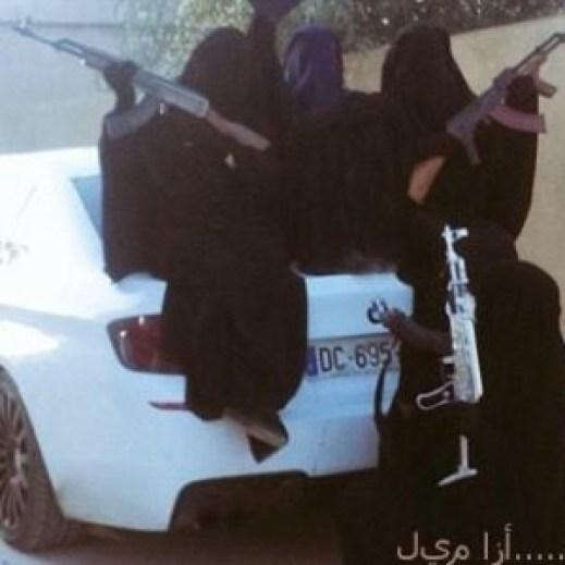 """صور داعشيات: """"الجهاد 5 نجوم ومتعطشات لشرب الدماء"""""""