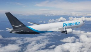 amazon prime air boeing 737 flying in the sky