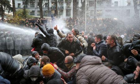 Վրաստանի խորհրդարանի մուտքերը բացվեցին․ շուրջ 10 մարդ է տուժել