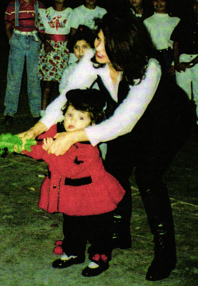 Anna and Crystal Reyes, in the only known photo of the girl.