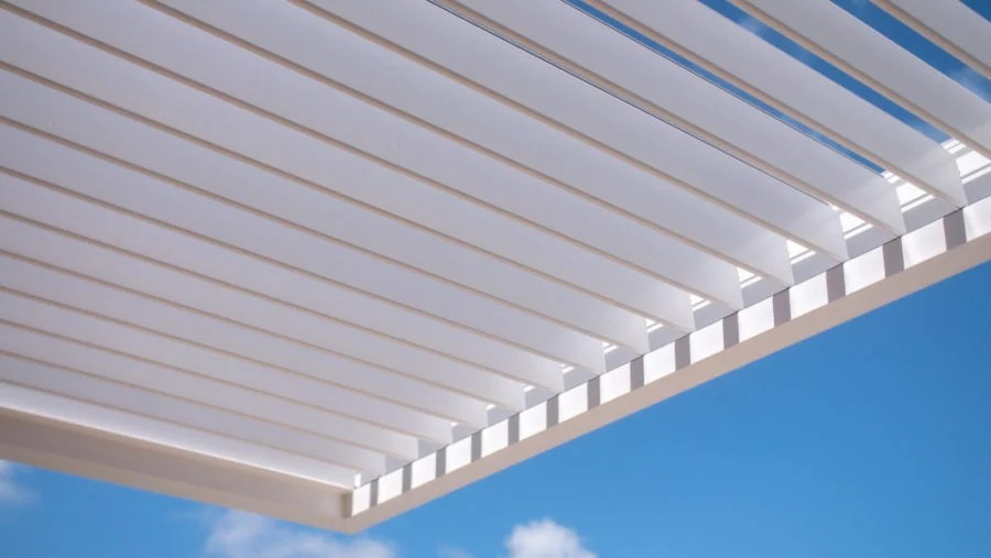 how much a louvered pergola cost