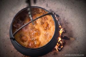 Bajai halászlé bográcsban - lobogjon a tűzön !