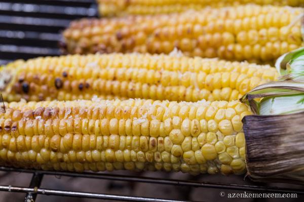 Grillezett kukorica - bár a vajban is volt, én azért szórok is rá grillezéskor is