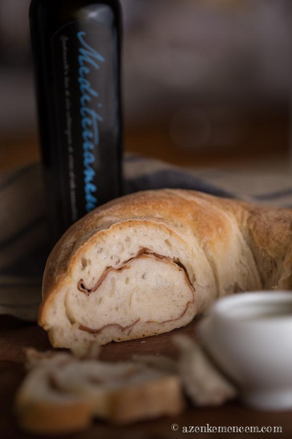 Sonkás kenyér - bazsalikomos - oregánós olivaoljaba mártogatva isteni