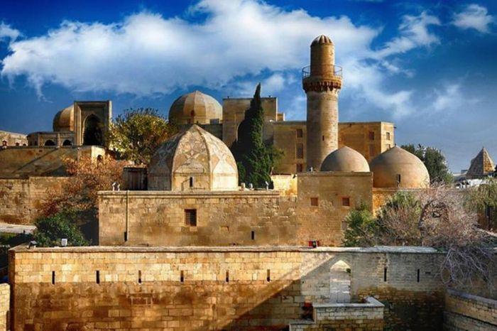 Экскурсия в Гобустан + Старый город Баку однодневная