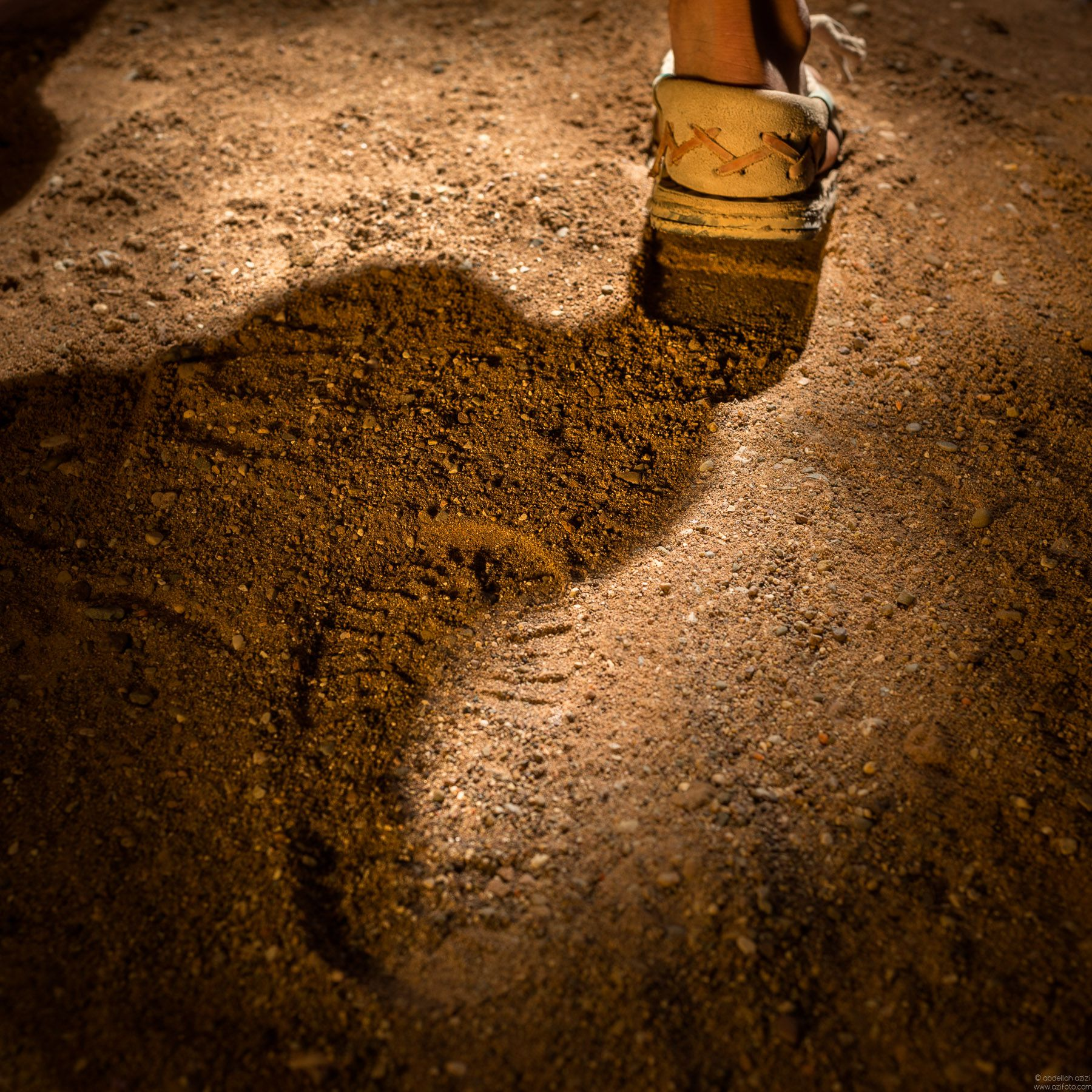 Machi - Walking in the sand