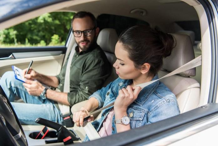 Kakšen strošek za družinski proračun predstavlja nov voznik?