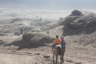 Arjuna yang pengen naik kuda sendiri & bundanya disuruh turun -_-