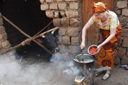 Experiences Guest Cooking on a Fuel-Efficient Stove