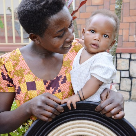 Abihuta Cooperative artisan with her child