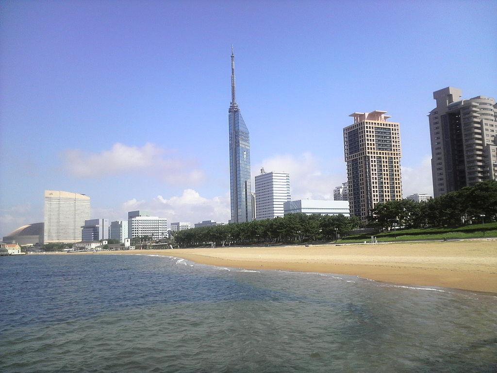 1024px-Seaside-momochi