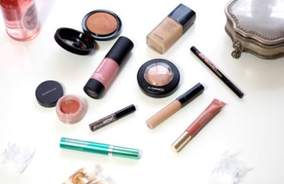 FeaturedImage-makeup