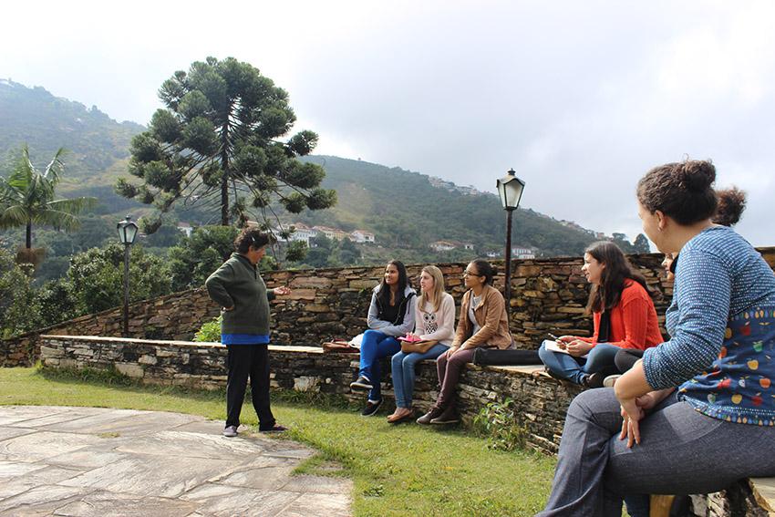 Mulheres de Ouro Preto, MG, se reúnem para discutir próximos passos da luta por uma delegacia especializada na cidade.