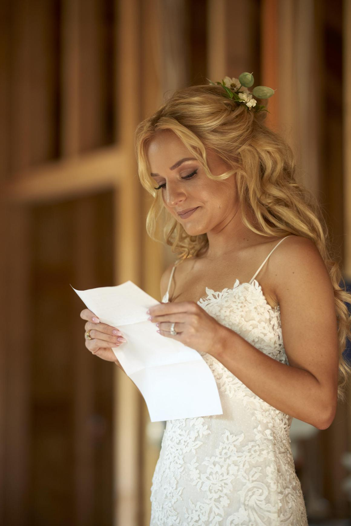 Bride reading note from the groom before the wedding.