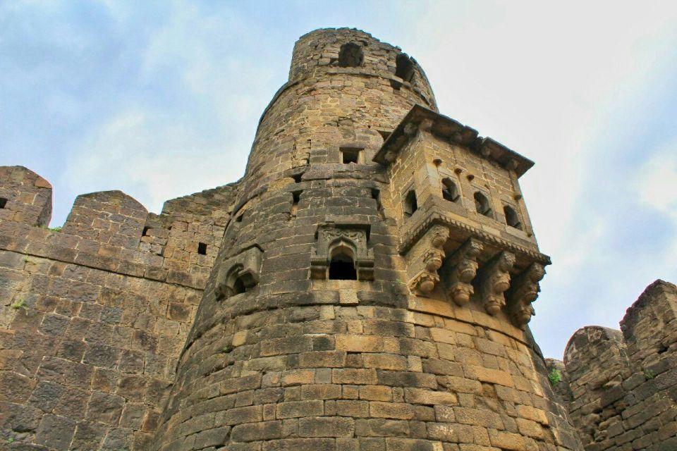 21 daulatabad fort - aurangabad - maharashtra - india - azure sky follows